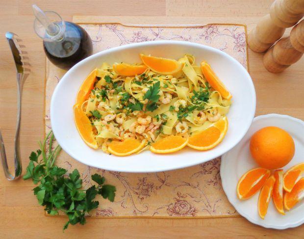 Makaron z krewetkami w sosie pomarańczowym