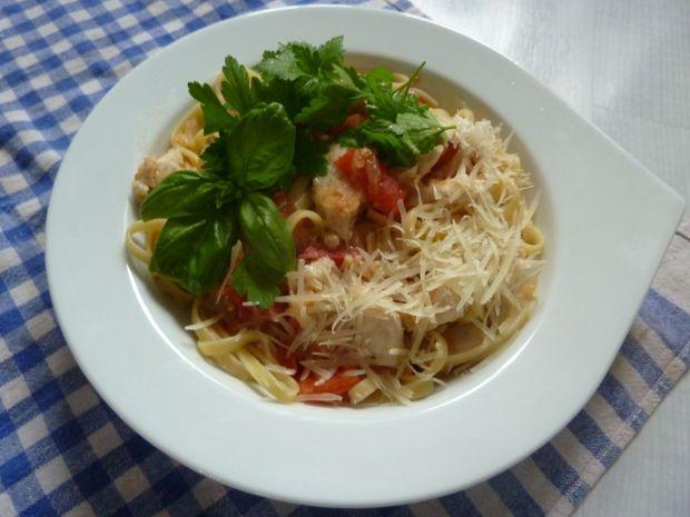 Makaron z kurczakiem , imbirem i chilli