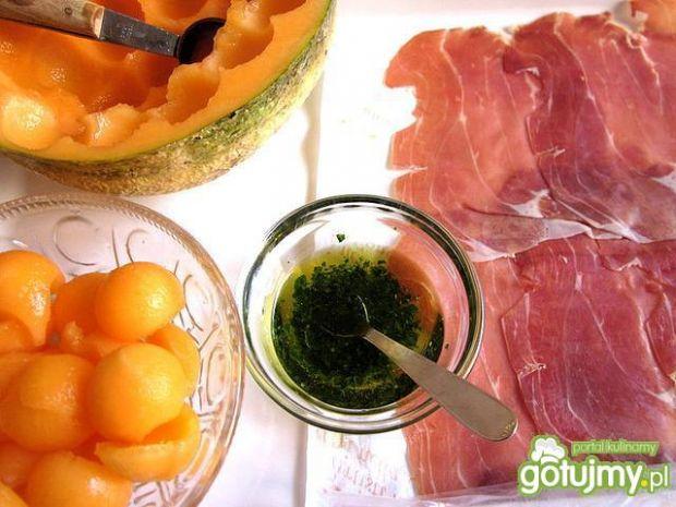 Makaron z melonem i szynką parmeńską