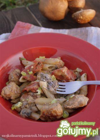 Makaron z mięsem grzybami i chorizo