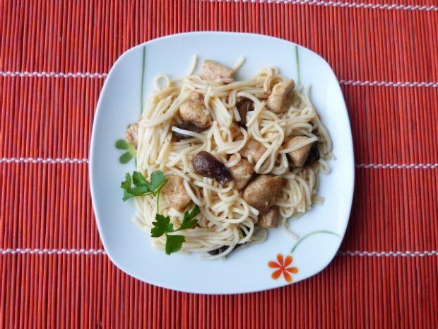 Makaron z mięsem i grzybami