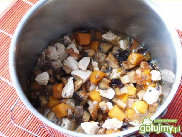 Makaron z mięsem, pieczarkami i dynią