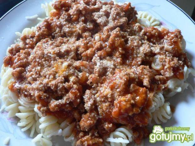 Makaron z mięsem w sosie pomidorowym 2