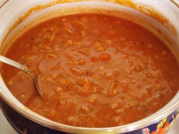 Makaron z paprykowym sosem