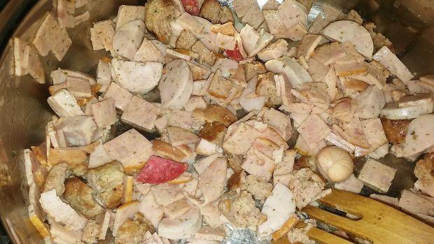 Makaron z pieczarkami i kiełbasą w sosie...