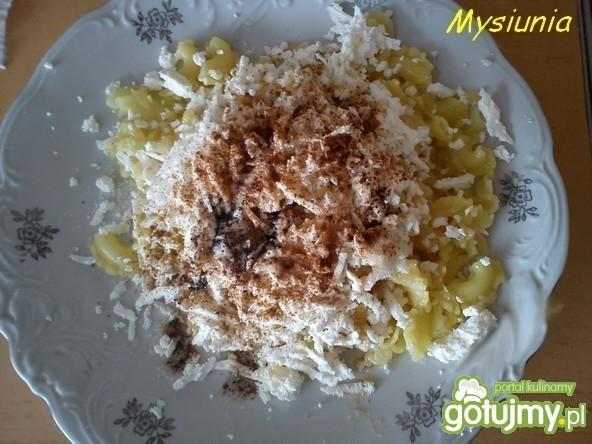 Makaron z serem i cynamonem