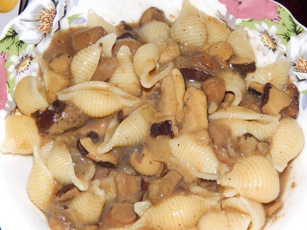 Makaron z sosem grzybowym
