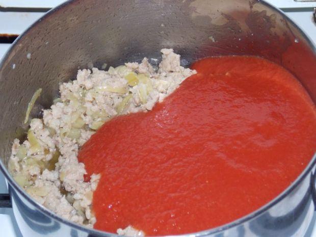 Makaron z sosem mięsno – brokułowym