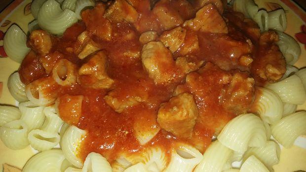 Makaron z sosem poidorowym z mięsem