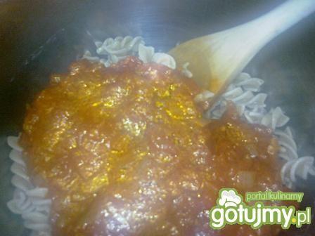 Makaron z sosem pomidorowym,