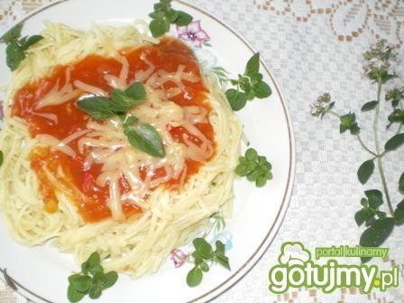 Makaron z sosem słodko-kwaśnym i serem