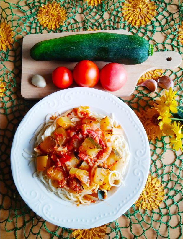 Makaron z sosem warzywnym