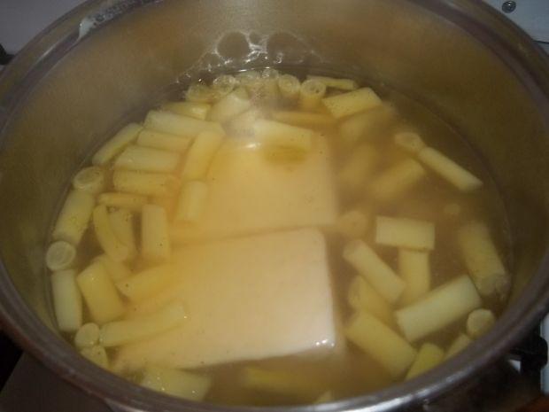 Makaron z sosem z fasolką szparagową