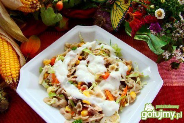 Makaron z warzywami z sosem czonkowym