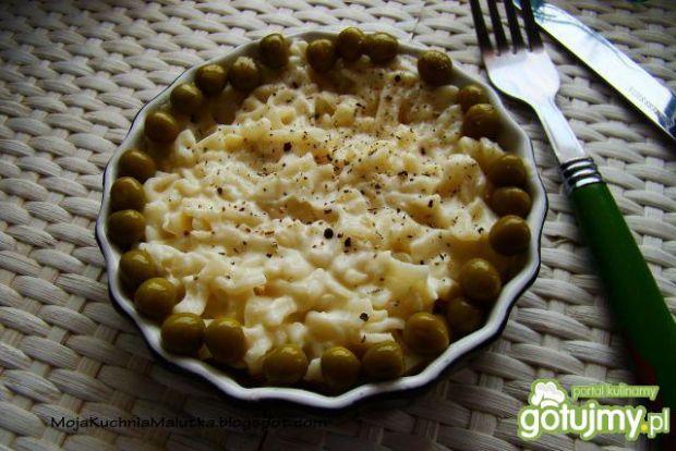Makaron zapiekany z sosem beszamelowym