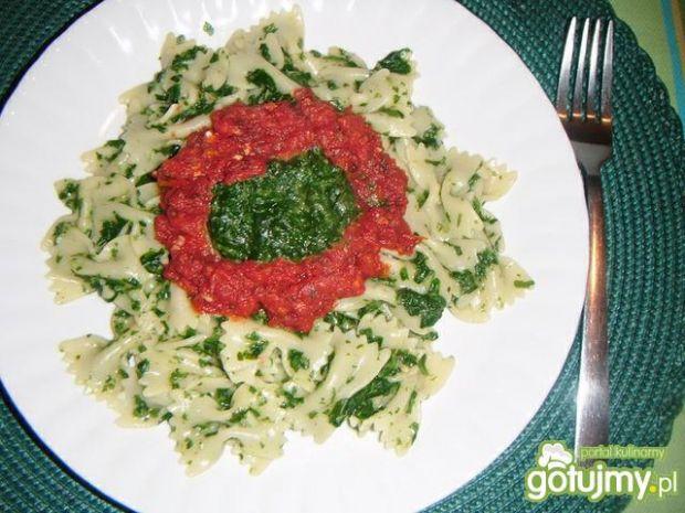 Makaron ze szpinakiem pod pomidorami