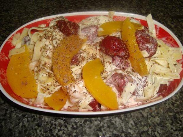 Makaronik na słodko z owocami