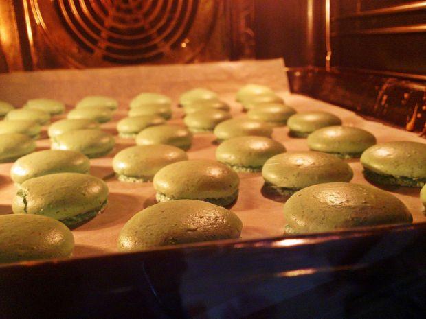 Makaroniki z czekoladowym ganache