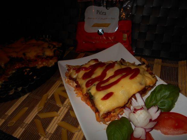 Makaronowa pizza z wieprzowiną