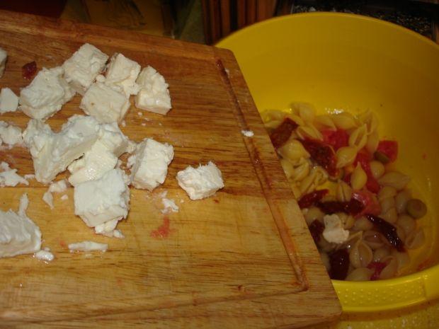 Makaronowa sałatka z owczym serem i grejpfrutem