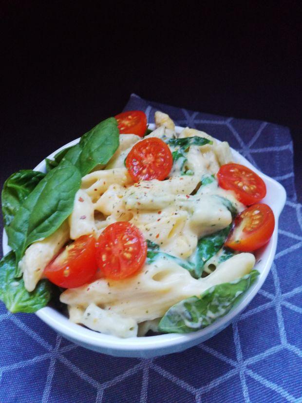 Makaronowa zapiekanka serowa z pomidorkami