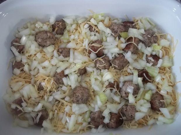 Makaronowa zapiekanka z mięsnymi kuleczkami