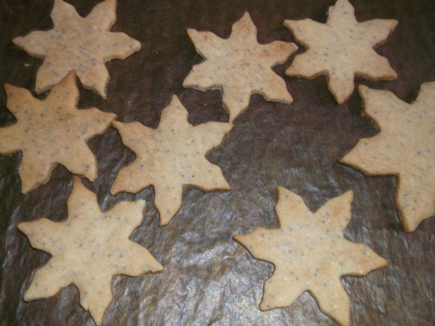 Makowe gwiazdki z cynamonowym kremem mascarpone
