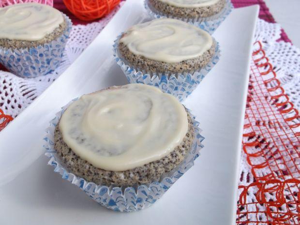 Makowe muffiny z białą czekoladą