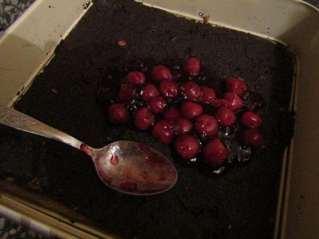 Makowiec z wiśniami