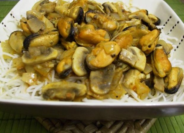 Małże w sosie cytrynowym z pesto rosso