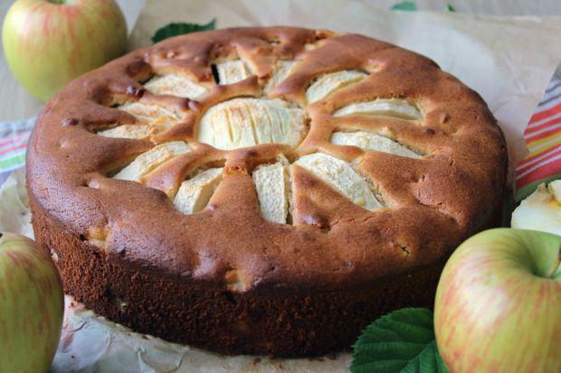 Marcepanowe ciasto z jabłkami