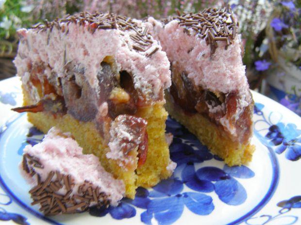 Marchewkowe ciasto ze śliwkami