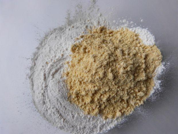 Marchewkowo-kukurydziane pierogi z borówkami