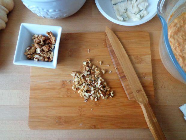 Marchewkowo-orzechowe muffiny z gorgonzolą