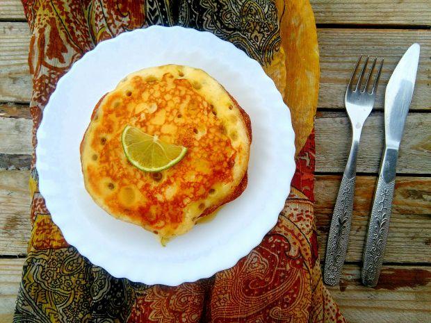 Marokańskie naleśniki z sosem maślano-limonkowym
