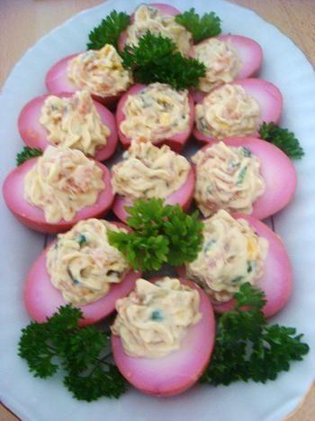 Marynowane jajka nadziewane łososiem