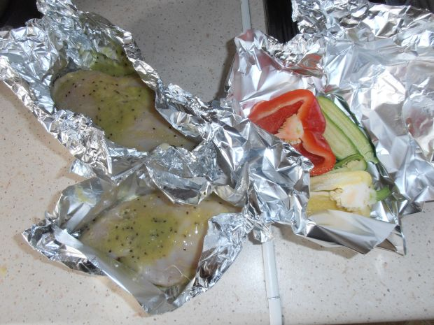 Marynowany filet w kiwi w asyście salsy z papryki