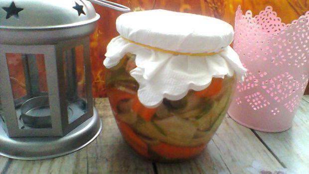Marynowany ogórek z marchewką