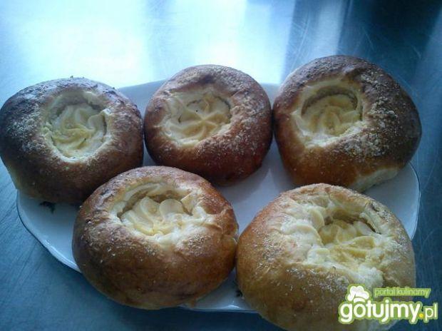 Maślane bułeczki z serem i kruszonką