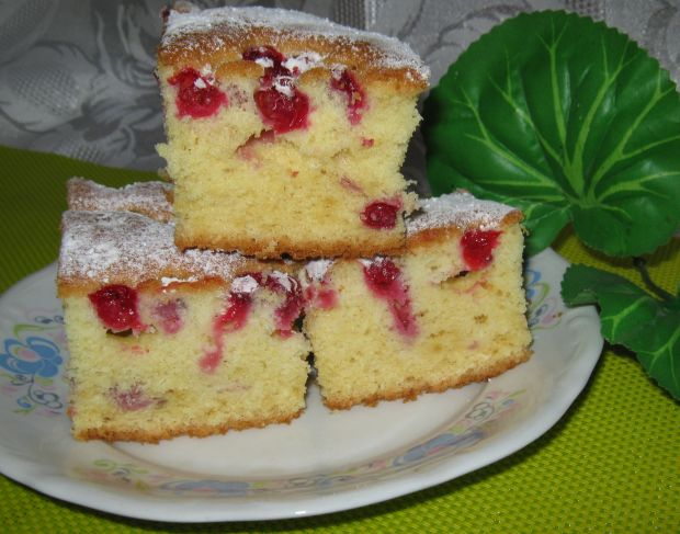 Maślankowe ciasto z porzeczkami