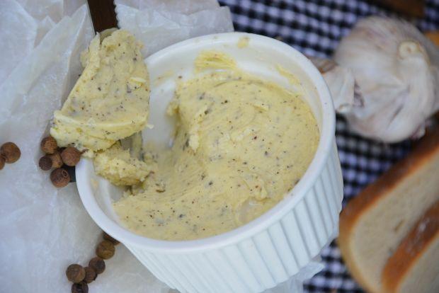 Masło czosnkowe z ziołami i pieprzem