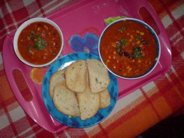 Meksykańska zupa z grzankami