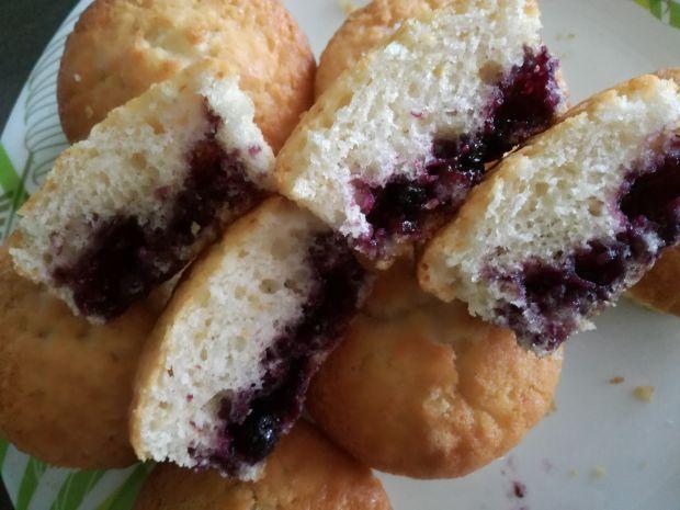 Miękkie, delikatne babeczki, muffinki z jagodami