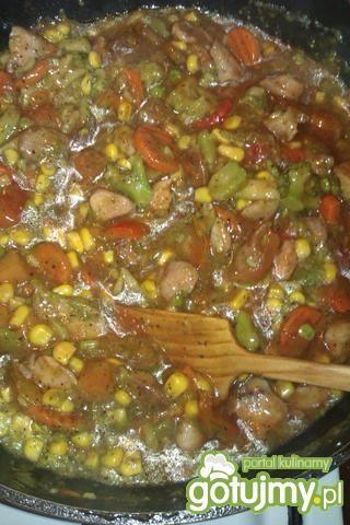 Mięsko z indyka z warzywami w sosie