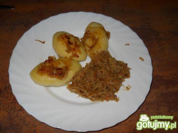 Mięsne kluski śląskie z smażoną kapustą