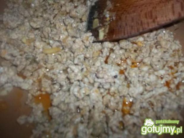 Mięsny sos serowy do makaronu