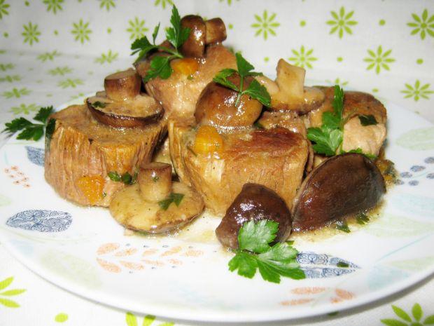 Mięso duszone z grzybami leśnymi