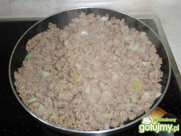 Mięso mielone z sosem napoli-bolońskim.