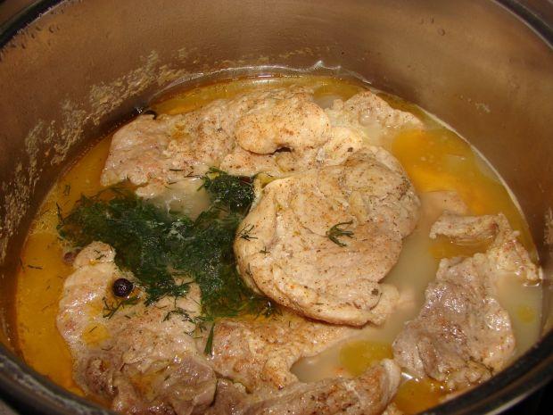 Mięso w sosie koperkowym