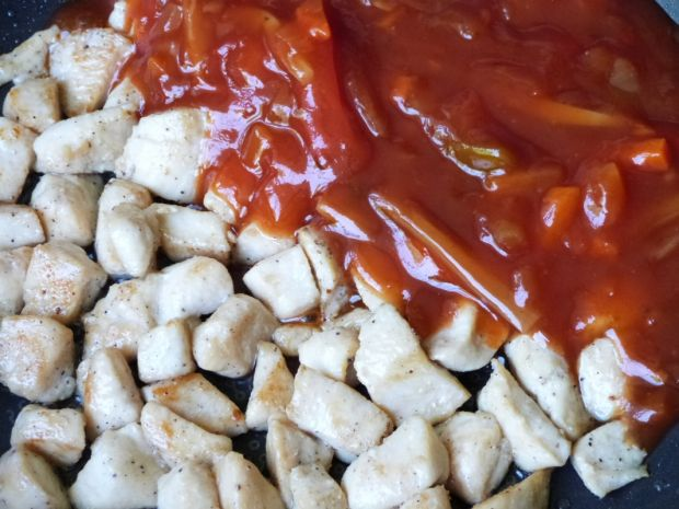 Mięso z kurczaka w sosie słodko-kwaśnym
